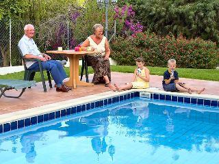 Reginas villa pool,garden,wifi,parking,2km fromsea