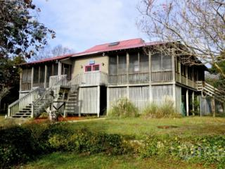 Sullivan's Island Fetter Home-Pet Friendly-Big Yrd-Walk to Bch!