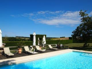 Chateau des Egrons - Magical setting with Private Tennis Court and Heated Pool