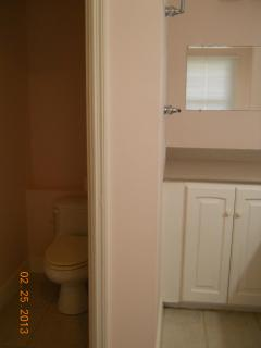 1st fl. twin bedroom private bath