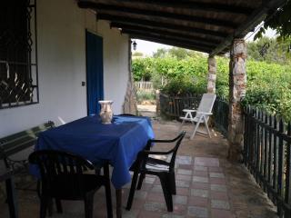 Casa Bilû  entourée d'un jardin, verande spacieuse