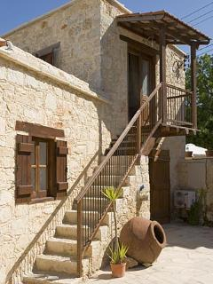 Villa Constanteras, Kathikas- 4 Bedroom Traditional Stone House with Mod Cons