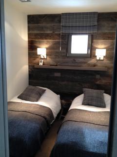 chambre 2 avec salle de douche