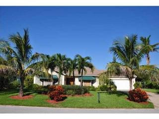 Short Beautiful Walk to Beach from this 3 /3 home!, Juno Beach