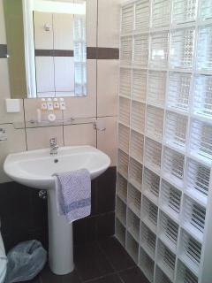 En-suite bathrooms with extra large basin and walk-in shower