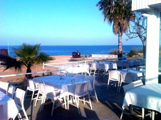 Cafe by beach 4 mins walk