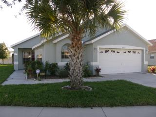 Lirasan Villa - 4 bdrm/3 bath w/pool near Disney