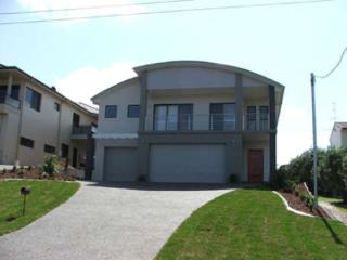 Beach House, Pacific Road, 1/20 - FREE WIFI, Fingal Bay
