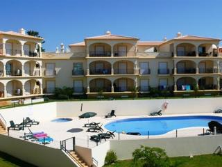 Albufeira apartment, short walk to shops & beach