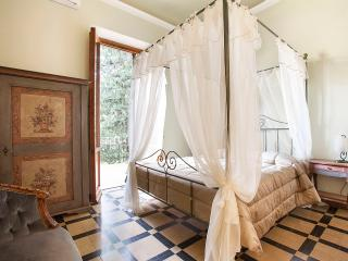 Luxury Ferruccio  3BedR 3BathR GardenTerrace CarPark WiFi, Florence