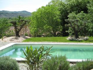 Gîtes du Mas de Molines avec piscine chauffée, Vogue