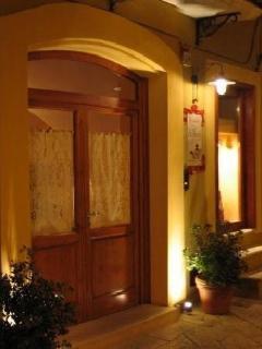 L'ingresso della reception in via Duomo 39 , è qui che vi accogliamo per poi accompagnarvi in c