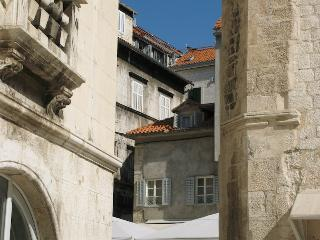 Apartment In Heart of Diocletian's Palace, Split