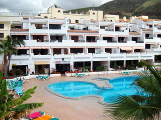 1st floor apt,sunny balcony,2 twin bedrooms(ensuite facilities),5 mins town/sea, Los Cristianos