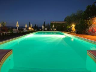 Farmhouse in Chianti Classico area, 9 km to Florence, shared pool & wine tour
