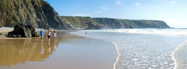 Belas praias de Cornwall nas proximidades