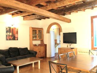 Beautiful, Tuscan-style three bedroom apartment in Florence