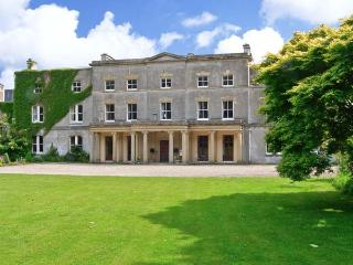BUTLER'S FLAT, all first floor, use of external games room, shared use of 1000 acres, in Wrexham, Ref 904980
