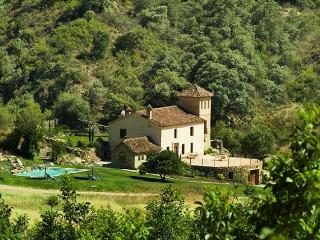 Rustic villa + 2 adjacent cottages (sleeps 10), private pool, great views