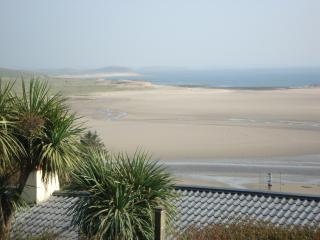 Stunning Sea View on Greenway trail, beach opposite, historic area, scenic walks