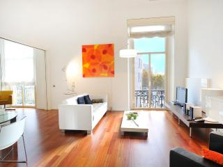 Modern and Lovely Apartment with a spectacular view of the Plaza Catalunya