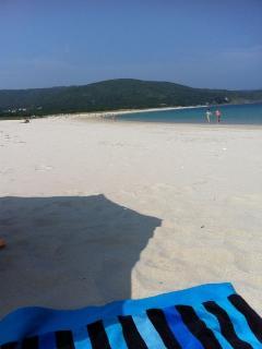 Playa nada masificada, de arena blanca y fina.Mar tranquilo
