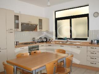 Fully equipped kitchen fridge/freezer, cooktop,kettle...etc.