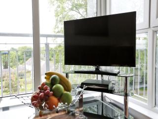 40 inch LED HD TV. Watch your favourite programmes and enjoy the surroundings at the same time.