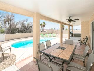 Spacious 3bed/3bath home w/ Heated Pool