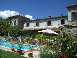 Stunning views and heated pool, Lodève