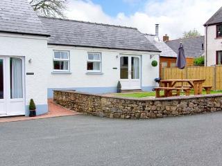 TY GLAS, semi-detached cottage, all ground floor, en-suite, garden, near Narberth, Ref 30543, Templeton