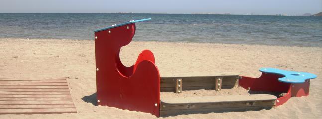 El Carmoli beach - 8 minutes walk away
