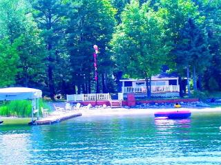 Waterfront Lake Charlevoix with 3 Boats,Dock,Decks, East Jordan