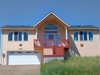 Ocean Front Home on a Sandy Beach! FREE Night!, Waldport