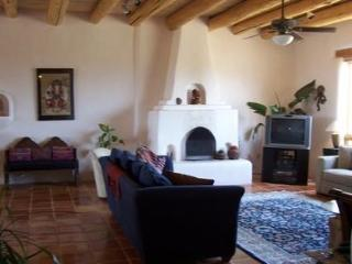 Great house with outstanding mountain views and a exterior hot tub., Taos