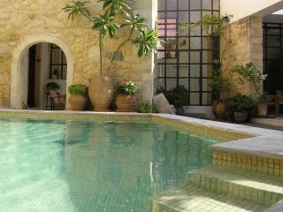 Venetian oil factory, heated pool (owner Booking), Rethymnon
