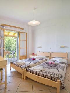 Studio 2 Singles Beds Room