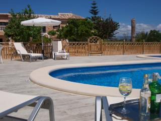 Villa Nadal, stone finca, modern family-friendly., Costitx