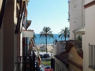 En el centro de Sitges a 20 metros de la playa.
