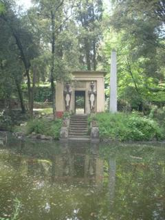 The Stibbert Park - the lake and the Egypcian ruins