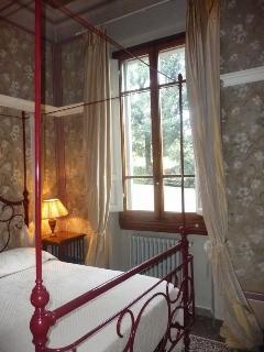 the canopy bed in the master bedroom