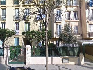 Sunny apartment near old town and port of Nice., Niza