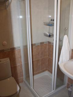 fully furnished shower room with toilet for twin bedroom