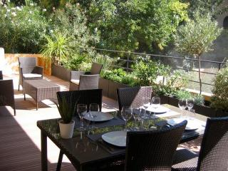 2 Bedroom Apartment Pasteur with Amazing Terrace,, Aix-en-Provence
