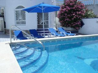 3 cama chalet con piscina privada, capacidad para 6 personas, Torrevieja