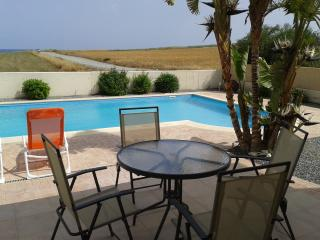 3 bedroom villa with wifi, pool and seaviews, Pervolia