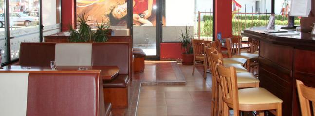 Hotel Grand Restaurant / Coffee Bar