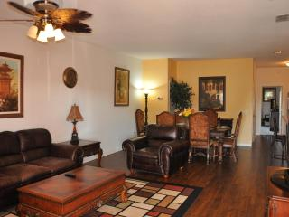 Disney World 1 Miles Away, Luxury Lake View Condo, Kissimmee