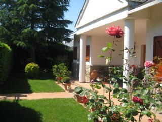 Preciosa casa con jardin priva, Seva