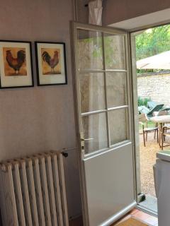 Cuisine, porte vers la terrasse